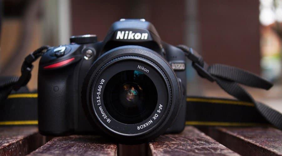 Nikon-D3200-body-with-lens