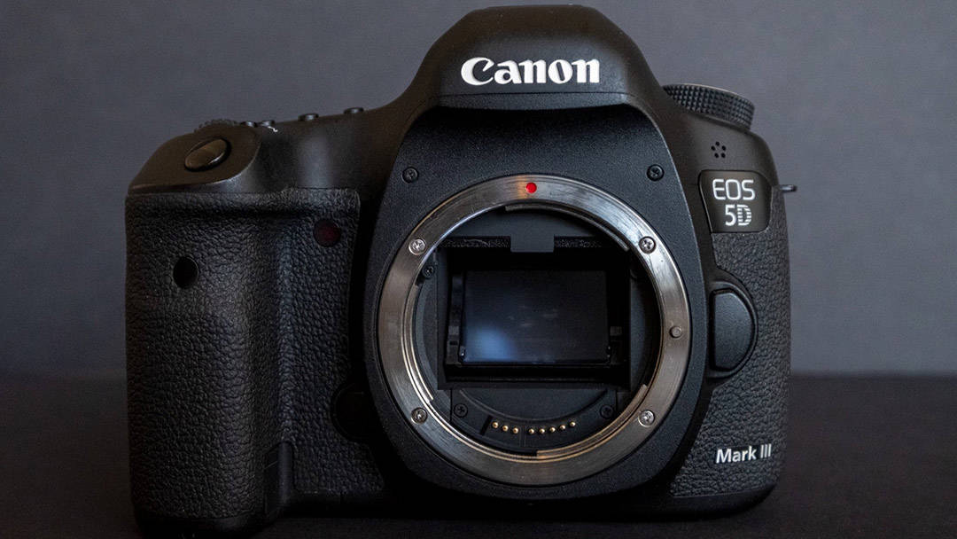 camera-shutter-on-black-background